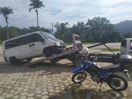 Fiscalização da COMTUR apreende vans sem documento de fretamento turístico